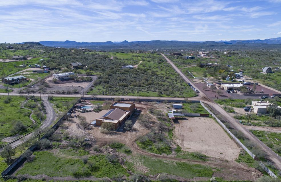 1215 W LAZY K RANCH Road, New River AZ 85087