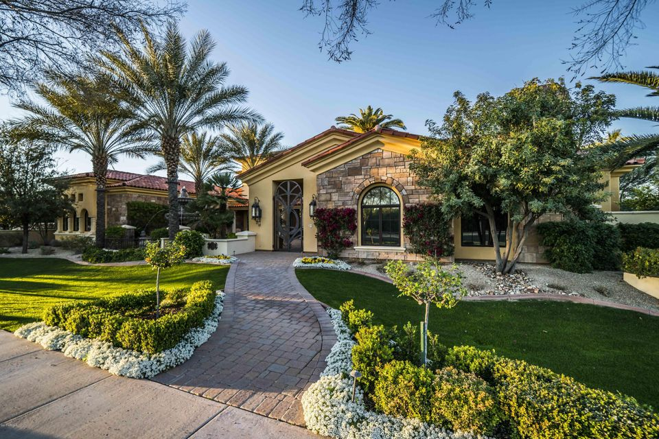 Photo of 3830 E KENWOOD Street, Mesa, AZ 85215