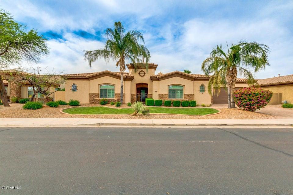 686 S PARKCREST Street, Gilbert, AZ 85296