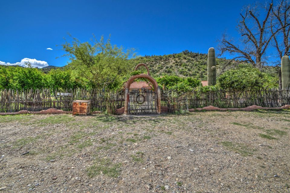 3975 E Dripping Springs Road, Winkelman, AZ 85192