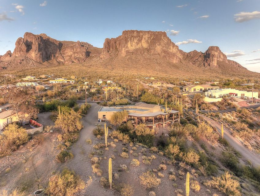 2620 N PROSPECTORS Road, Apache Junction, AZ 85119