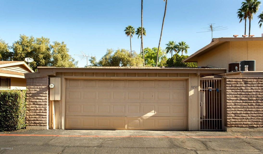 7657 E Minnezona Avenue, Scottsdale, AZ 85251