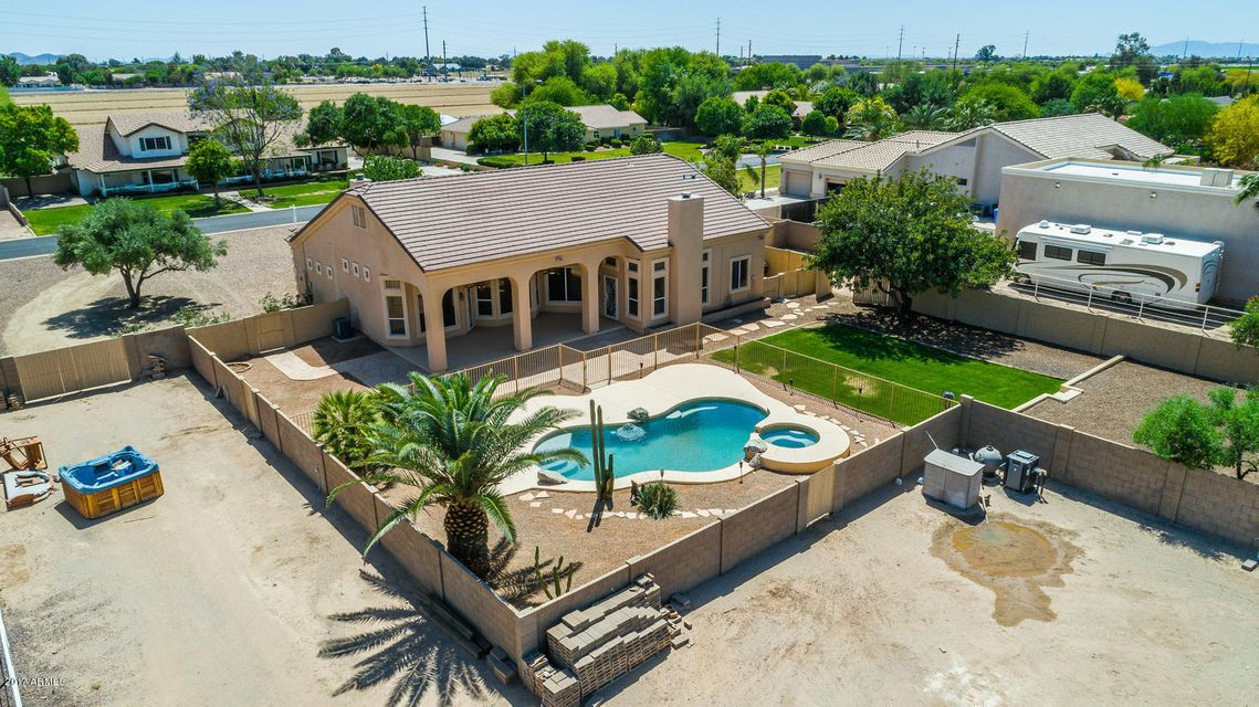 MLS 5594298 2512 E ARROWHEAD Trail, Gilbert, AZ Gilbert AZ Three Bedroom