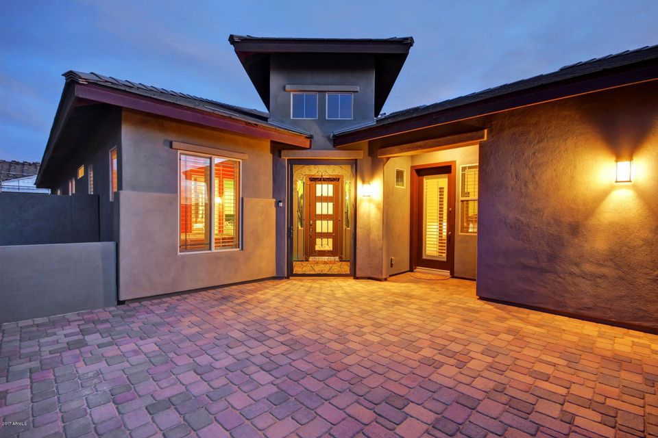 Photo of home for sale at 3451 ORLEANS Drive E, Gilbert AZ