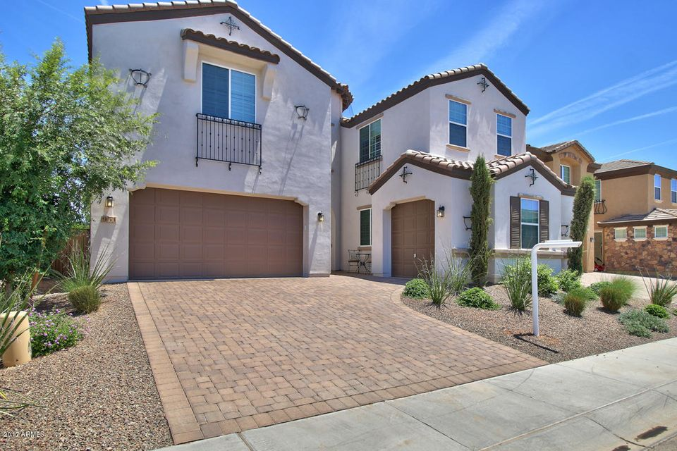 951 S WAYNE Drive, Chandler, AZ 85225
