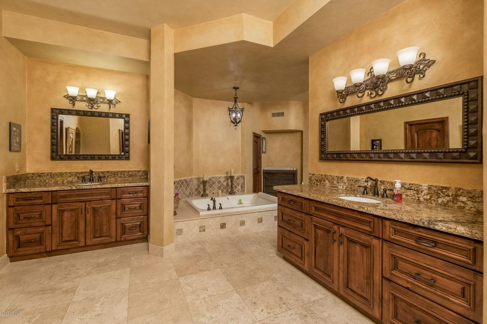 Additional photo for property listing at 9016 N 60th Street  Paradise Valley, Arizona,85253 United States