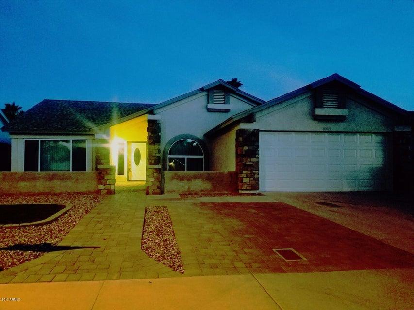 8003 W DENTON Lane, Glendale, AZ 85303