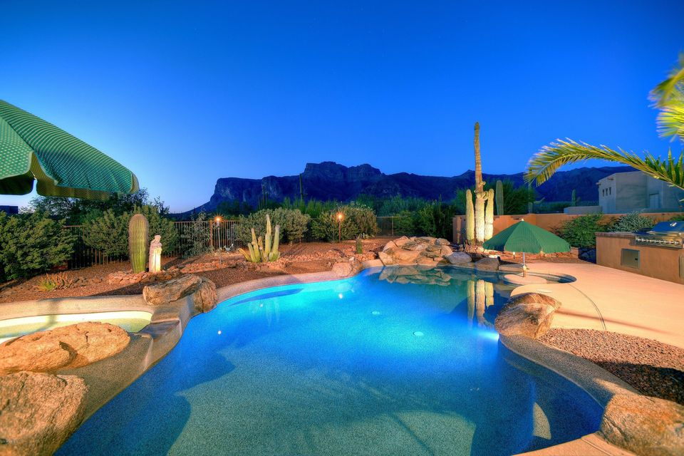 928 S COTTONTAIL Court, Apache Junction, AZ 85119