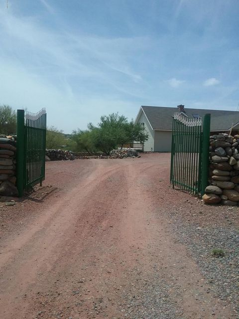 19491 E INDIAN HILLS Drive, Black Canyon City, AZ 85324