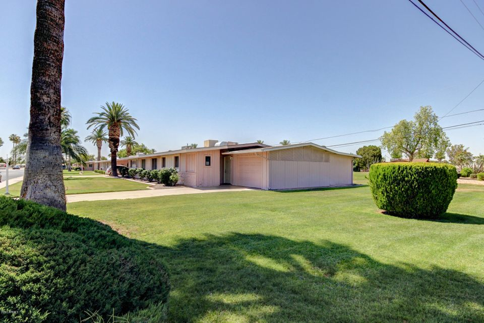 10435 W OAKMONT Drive, Sun City, AZ 85351