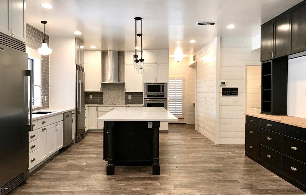 Photo of 4053 E GLENCOVE Street, Mesa, AZ 85205