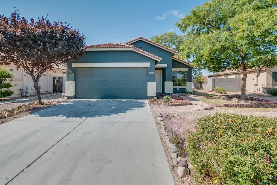 975 E VERNOA Street, San Tan Valley, AZ 85140