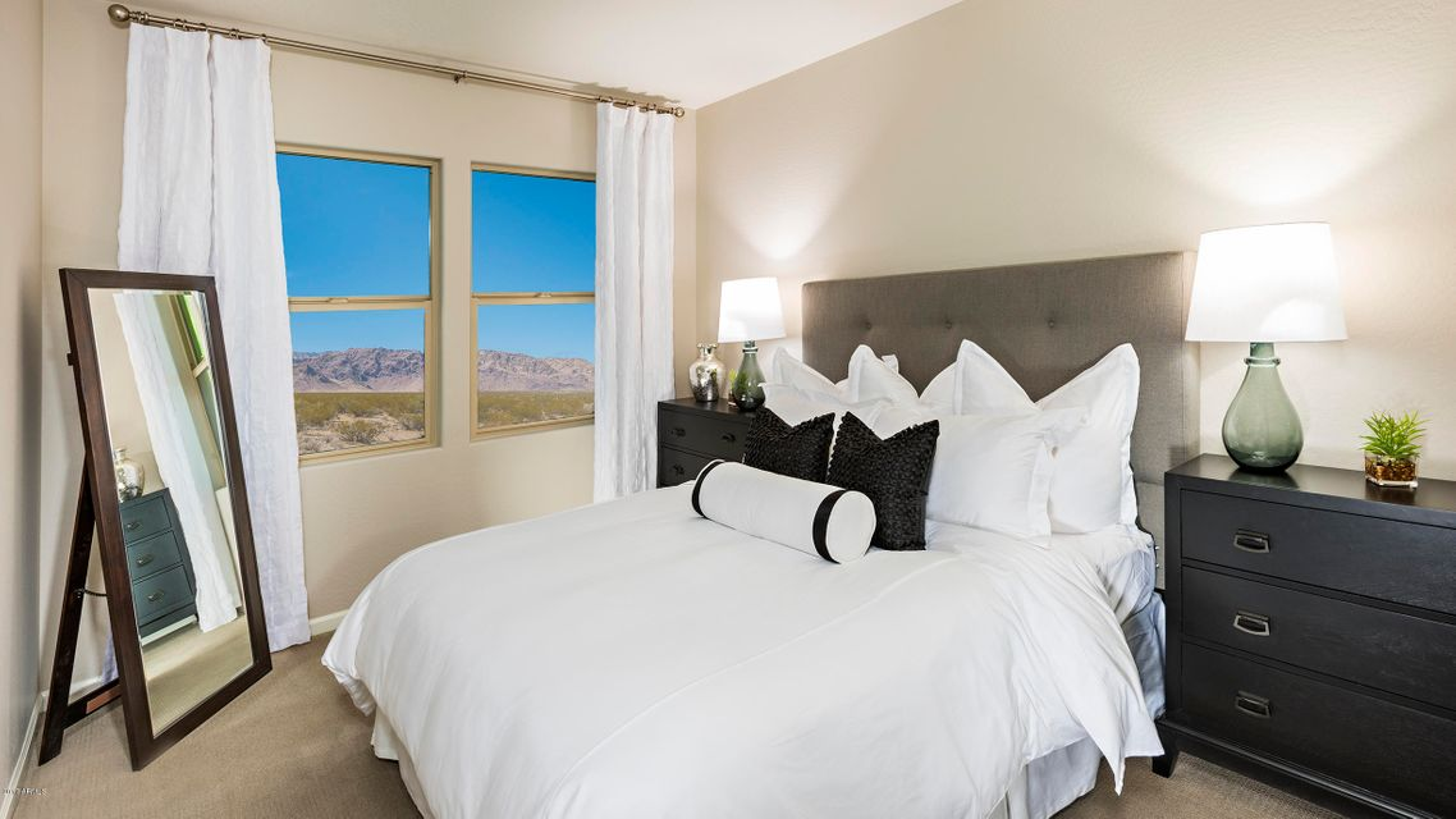 MLS 5624704 2477 W MARKET Place Unit 17, Chandler, AZ Chandler AZ Luxury