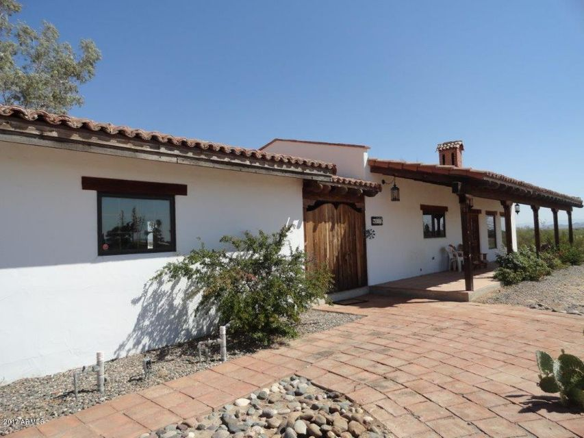 Photo of home for sale at 51112 Iver Road W, Aguila AZ