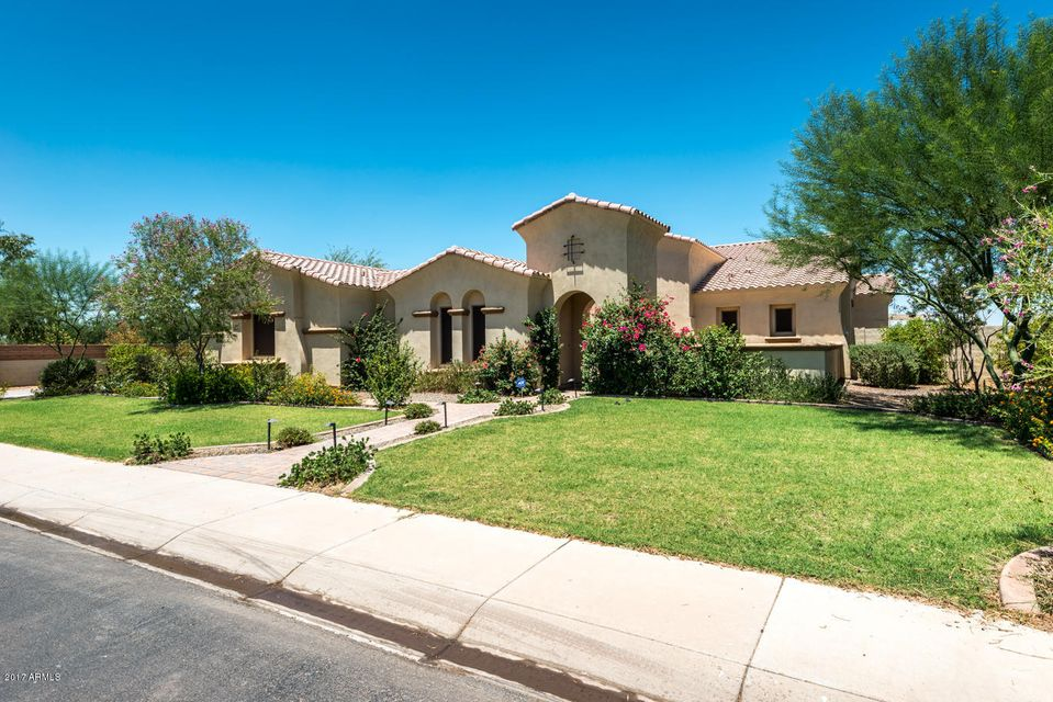 3044 E Blackhawk Drive, Gilbert, AZ 85298