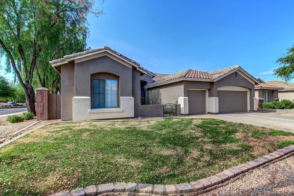 Photo of home for sale at 3309 BRIDGEPORT Parkway E, Gilbert AZ