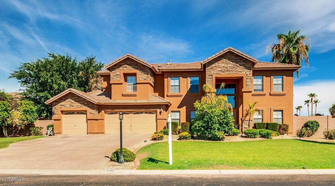 Photo of 4321 E FOUNTAIN Circle, Mesa, AZ 85205
