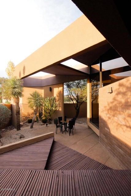 5915 N ECHO CANYON Lane, Phoenix AZ 85018