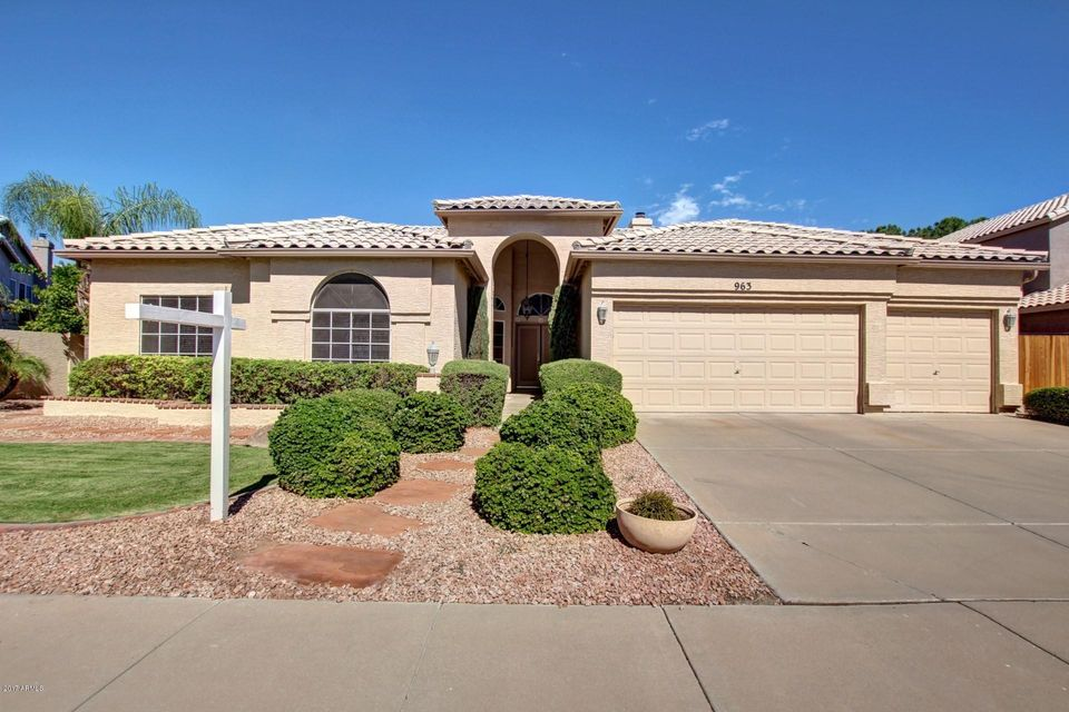 Photo of home for sale at 963 LAYMAN Street N, Gilbert AZ