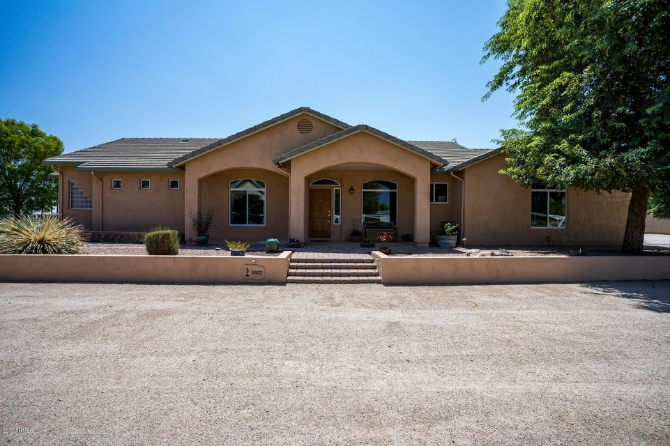 Photo of 11923 E Bellflower Drive, Chandler, AZ 85249