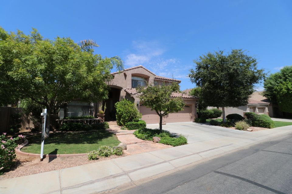 Photo of 500 W ROADRUNNER Drive, Chandler, AZ 85286