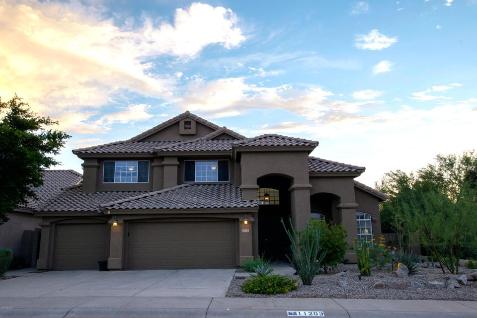 Photo of home for sale at 11203 OBERLIN Way E, Scottsdale AZ