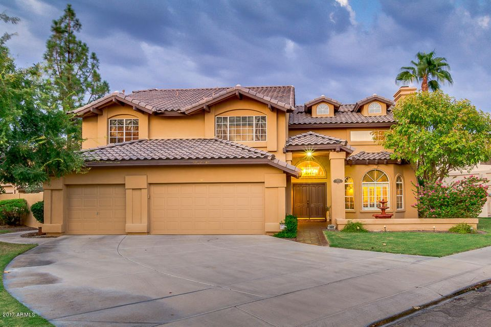 Photo of 3602 E WOODLAND Drive, Phoenix, AZ 85048