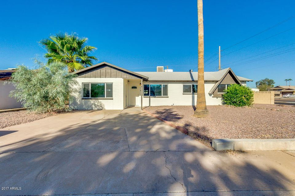 Photo of home for sale at 13642 31ST Drive N, Phoenix AZ