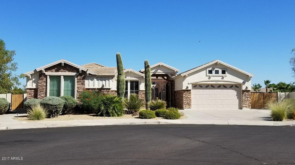 Photo of 460 E CRESCENT Place, Chandler, AZ 85249