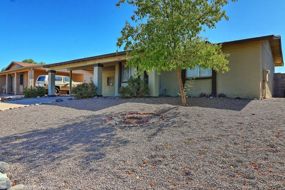 Photo of home for sale at 17413 8TH Avenue N, Phoenix AZ