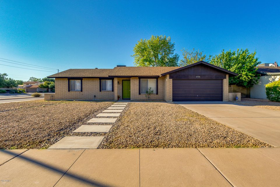 Photo of home for sale at 3945 ALTADENA Avenue E, Phoenix AZ