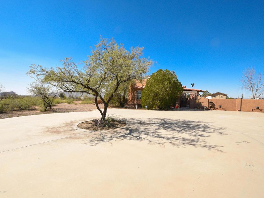 Photo of home for sale at 51114 HECTOR Street W, Aguila AZ