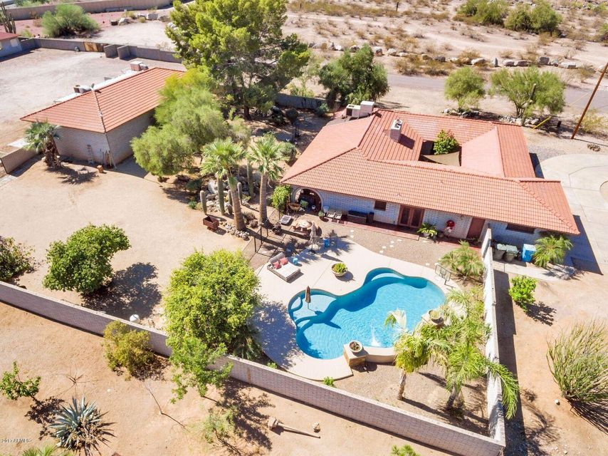 Photo of home for sale at 2009 TONOPAH Drive E, Phoenix AZ