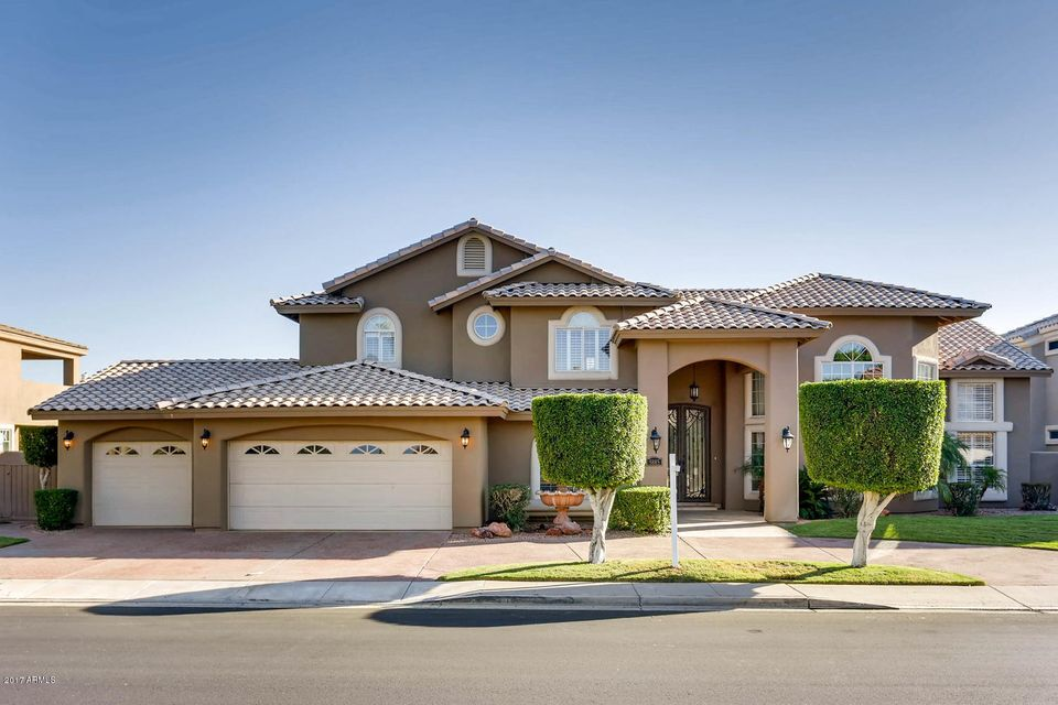 Photo of 5885 W DEL LAGO Circle, Glendale, AZ 85308
