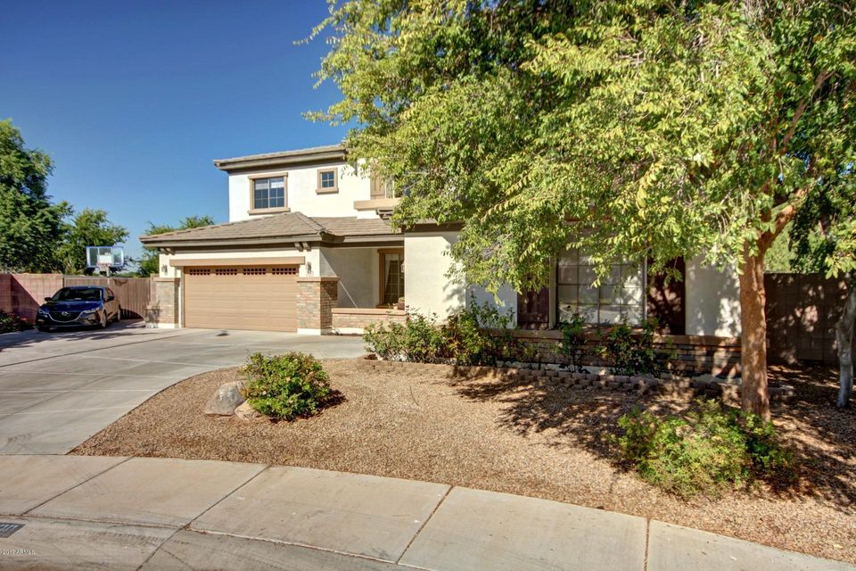 Photo of 2130 S HOLGUIN Way, Chandler, AZ 85286