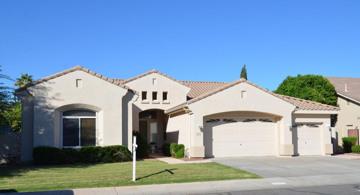 Photo of 1870 E LAREDO Place, Chandler, AZ 85225