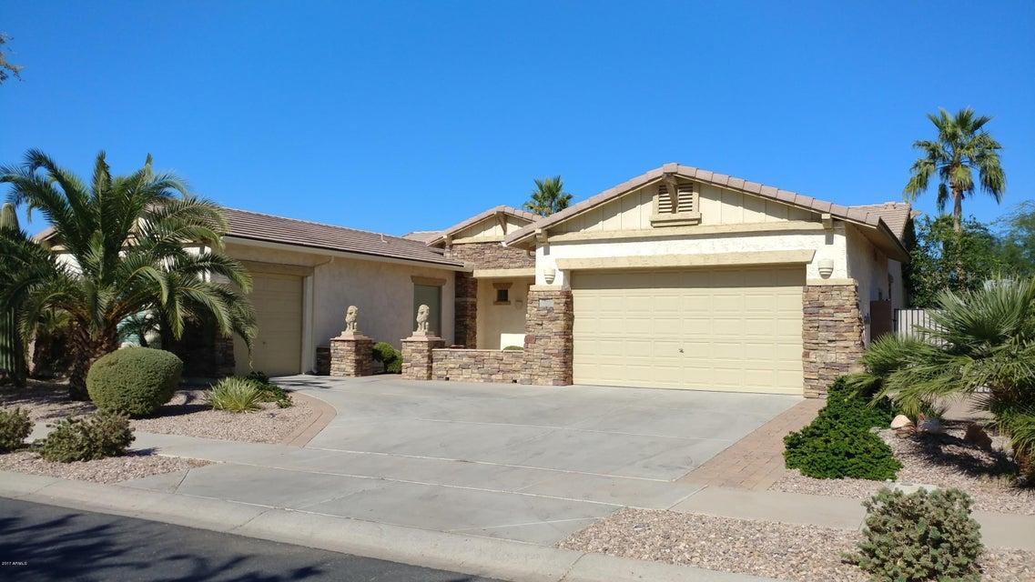 Photo of 706 E RUNAWAY BAY Place, Chandler, AZ 85249