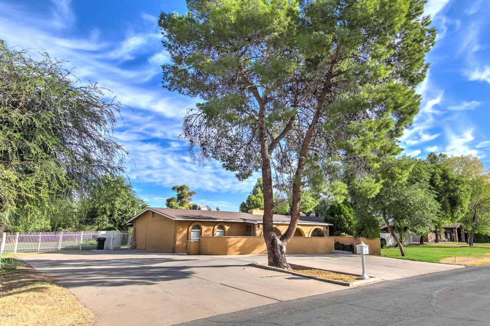 Photo of 226 E REDFIELD Road, Chandler, AZ 85225