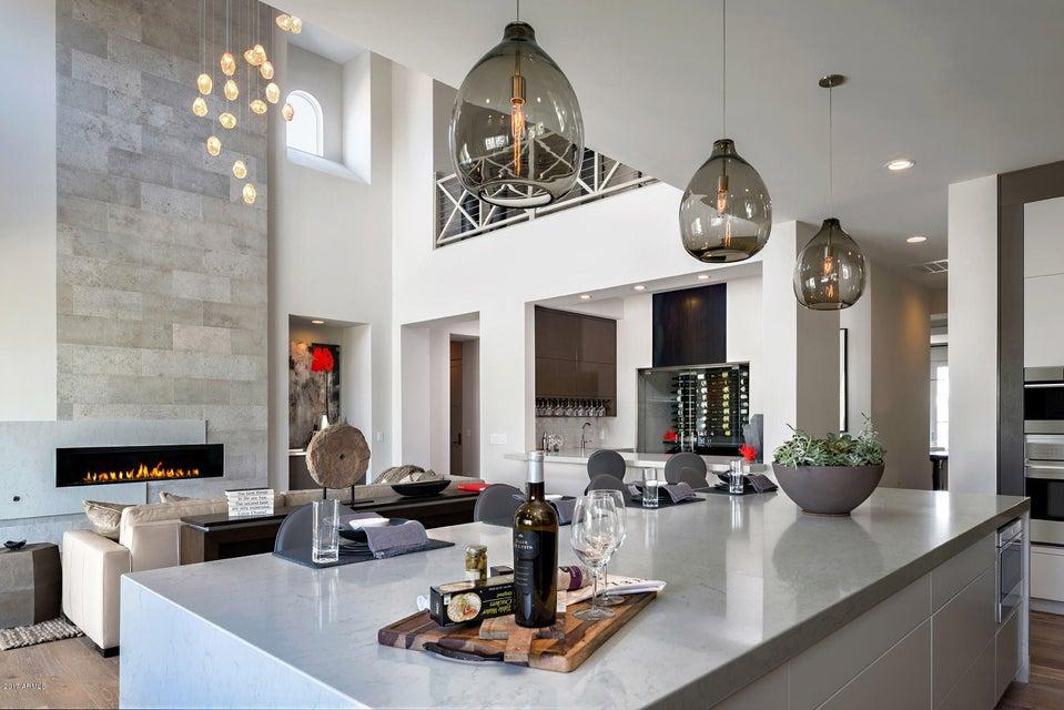 Additional photo for property listing at 3923 E Crittenden Lane 3923 E Crittenden Lane Phoenix, Arizona,85018 Verenigde Staten