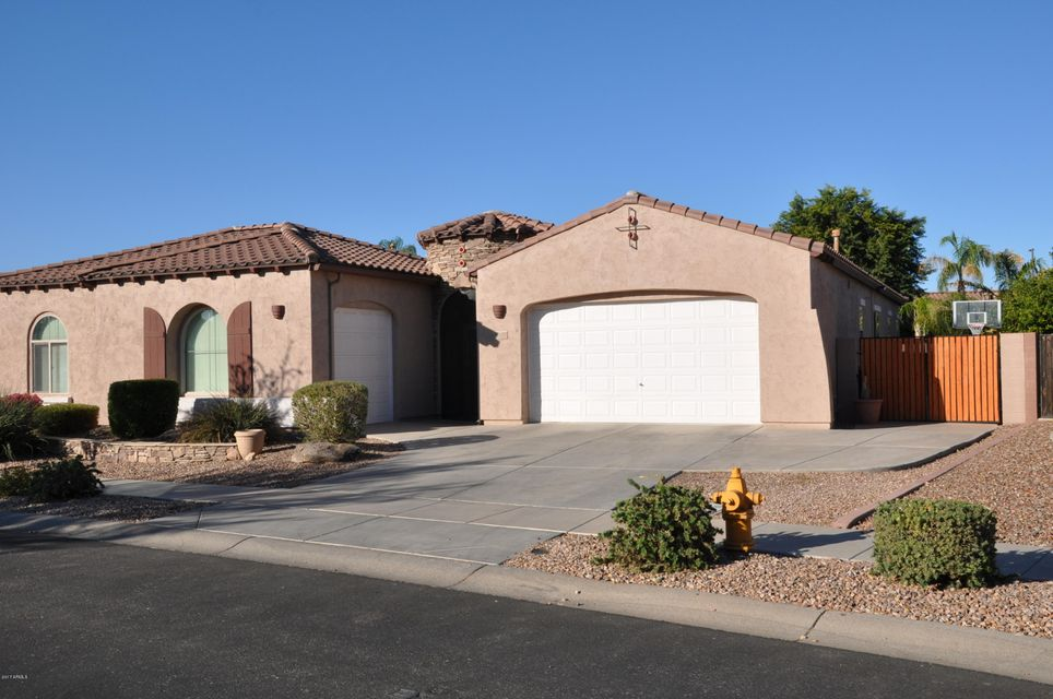 Photo of 776 E RUNAWAY BAY Place, Chandler, AZ 85249