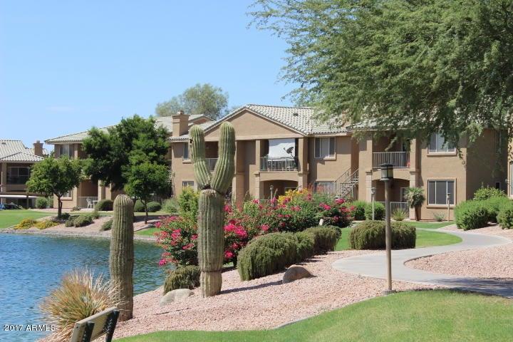 Photo of 16013 S DESERT FOOTHILLS Parkway #1139, Phoenix, AZ 85048
