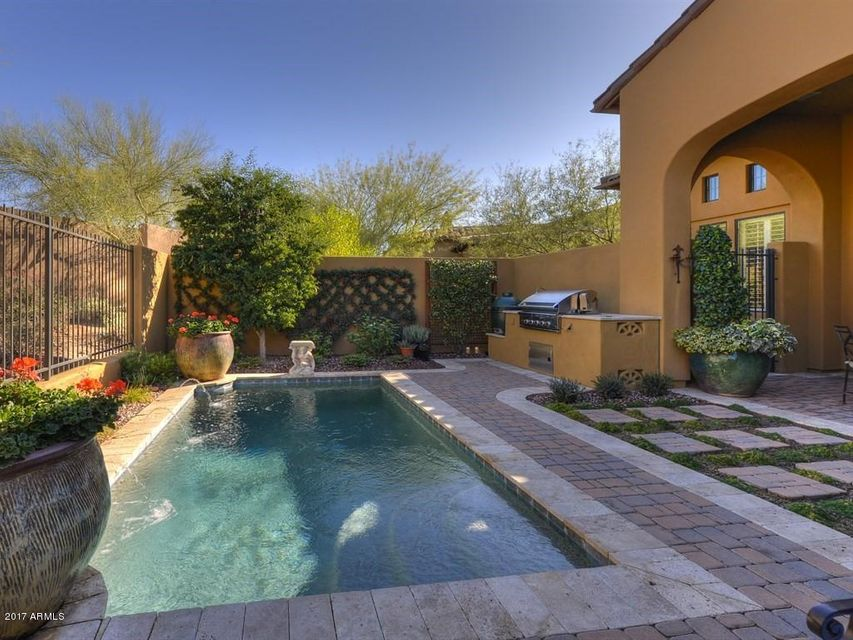 Photo of 9226 E HOVERLAND Road, Scottsdale, AZ 85255