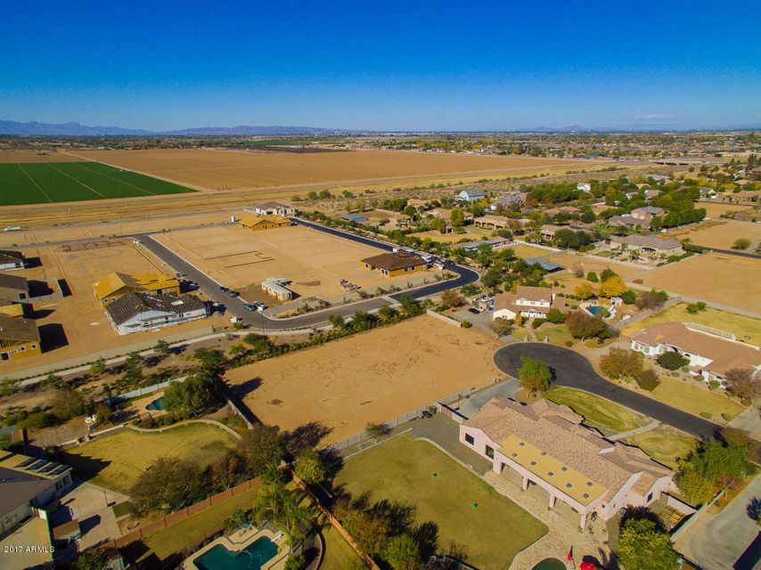 MLS 5701671 2670 E VALLEJO Court, Gilbert, AZ Gilbert AZ Equestrian