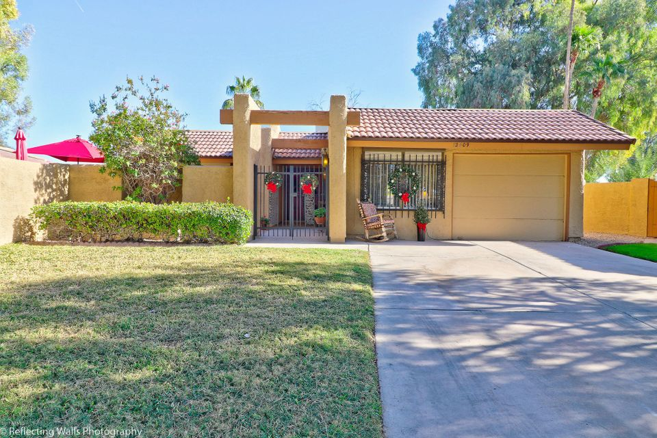 Photo of 12409 S PAIUTE Street, Phoenix, AZ 85044