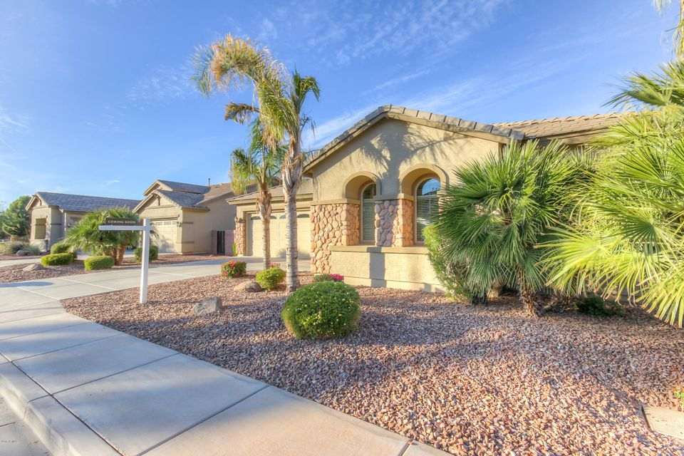 Photo of 1544 E GRAND CANYON Drive, Chandler, AZ 85249