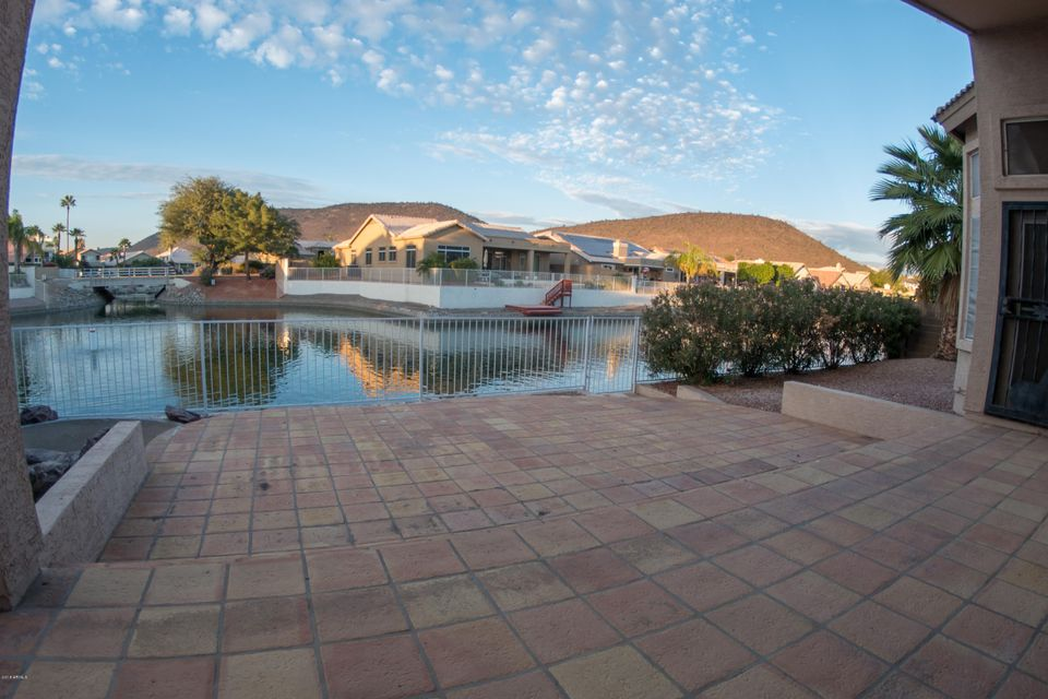Photo of 5586 W ROSE GARDEN Lane, Glendale, AZ 85308