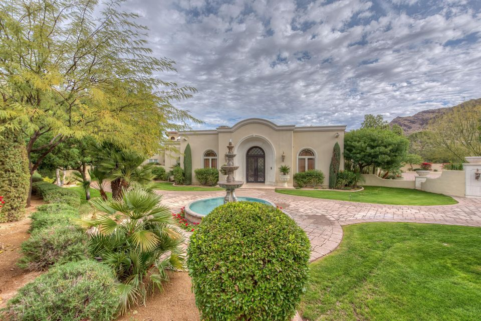 Photo of 4900 E DESERT FAIRWAYS Drive, Paradise Valley, AZ 85253