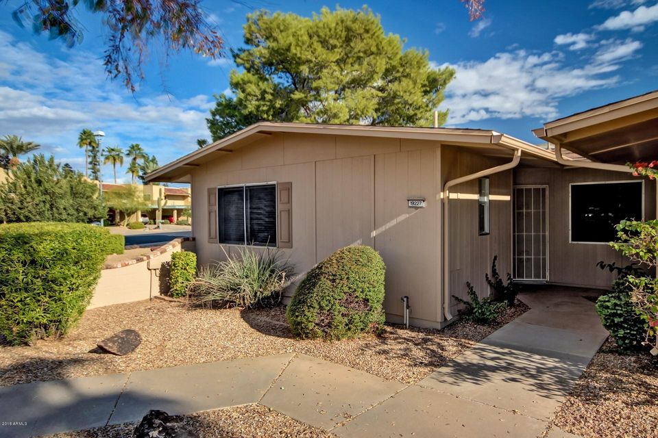 Photo of 19227 N STAR RIDGE Drive, Sun City West, AZ 85375