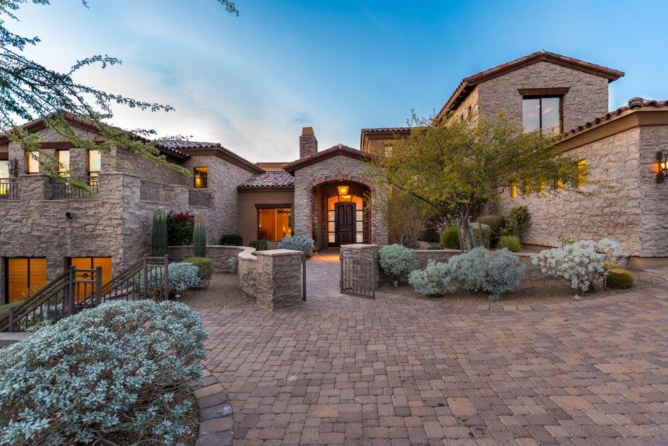 13808 S CANYON Drive, Phoenix AZ 85048