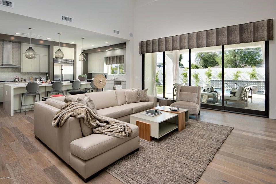 獨棟家庭住宅 為 出售 在 3906 E Crittenden Lane 3906 E Crittenden Lane Phoenix, 亞利桑那州,85018 美國